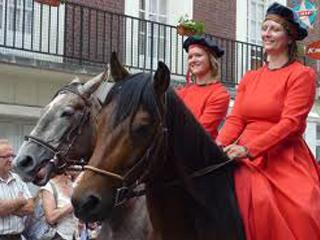 defile-chevaux-jeanne-hachette-beauvais